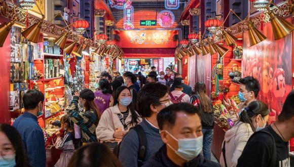 El yuan se apreciará frente al dólar estadounidense, que reanudará su tendencia a la baja, tras haber perdido su ventaja de tipo de interés sobre otras monedas.