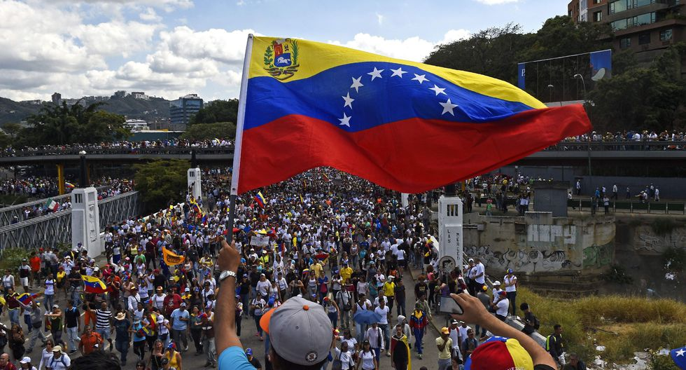 """En octubre pasado, Venezuela fijó el ingreso mínimo en 150,000 bolivares soberanos y para el cierre de 2019 representaba US$ 3.21 de acuerdo con la tasa oficial del Banco Central y unos US$ 2.77 a la tasa del mercado """"paralelo"""". (Foto: AFP)"""