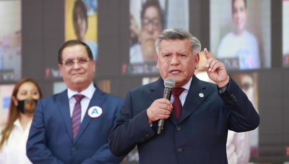 César Combina defiende a César Acuña tras ser rechazada su candidatura a las próximas elecciones 2021 Composición: Trome