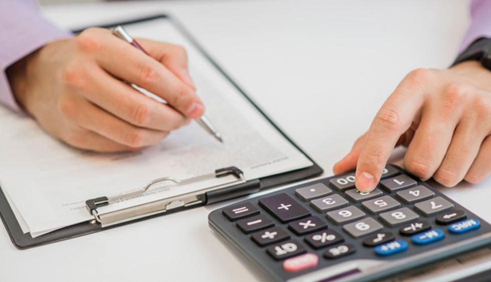 FOTO 1   1. Definir un presupuesto: puede que parezca una tarea pesada y que nos tomará tiempo, pero hacer una lista de los gastos que uno debe afrontar como regalos, comida navideña, entre otros ayudará a pensar cuánto podemos destinar a cada item y así armar un presupuesto.