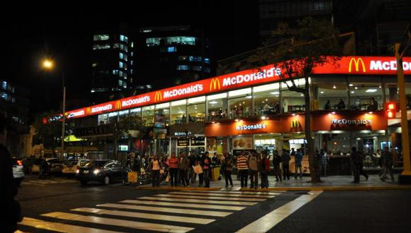 Local de McDonald's al frente del parque Kennedy fue denunciado por la Aspec. (Foto: Internet)