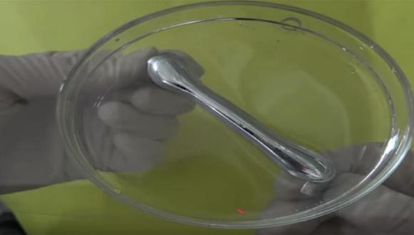 Metal líquido