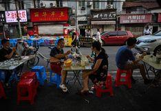 En el epicentro de la pandemia, los habitantes de Wuhan abandonan la mascarilla