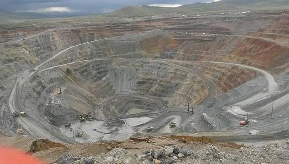 En el Perú hay cerca de 15 proyectos mineros importantes que todavía no entran en operación por falta de temas como la licencia social, Estudios de Impacto Ambiental (EIA) y Estudios de Factibilidad, entre otros.