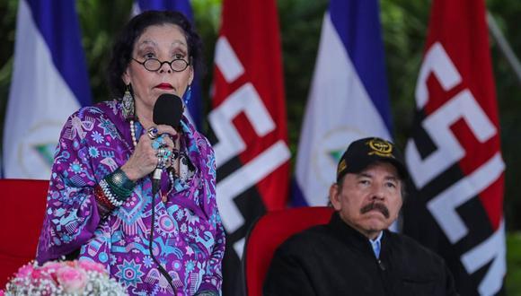 Rosario Murillo, junto a su esposo de Daniel Ortega, vicepresidenta y presidente de Nicaragua, han sido fuertemente cuestionados por la comunidad democrática internacional por su persecución y represión en contra de la oposición. (AFP).