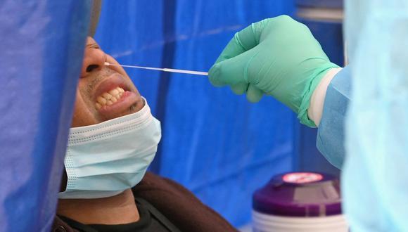 Las autoridades de salud de la ciudad de Nueva York y el alcalde Bill de Blasio intentaron el jueves atenuar las preocupaciones sobre la nueva variante, haciendo énfasis en que la nueva investigación es preliminar y no se sabe mucho sobre esta mutación. (Foto: Angela Weiss / AFP).
