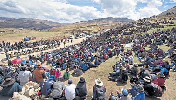 Ciudadanos de Apurímac realizan el paro en apoyo a la comunidad de Fuerabamba en el conflicto con Las Bambas. (Foto: GEC)