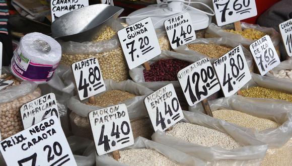 La inflación es un fenómeno que no afecta a todos por igual y, por lo general, las poblaciones menos favorecidas son las más golpeadas, al punto de agudizarse los índices de pobreza (Foto: Andina)