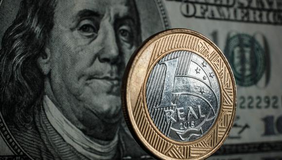 El real de Brasil y el peso de México cayeron más de 20% este año, lo que las convierte en las peores monedas de mercados emergentes. (Foto: AFP)