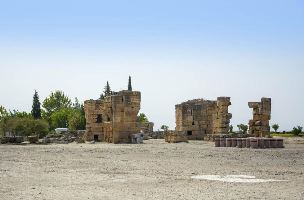 Vista de las ruinas de la ciudad de Hierápolis, cerca de la actual Pamukkale, Turquía.