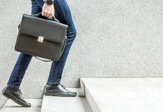 Encontrar empleo sin experiencia: habilidades, CV y portales