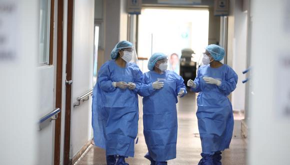 El 88% de galenos peruanos señala que protocolos fijados por autoridades para combatir la pandemia están claros o bastante claros. (Foto: GEC)