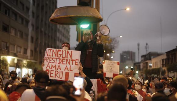 Manifestaciones en el frontis del Congreso de la República tras el mensaje del nuevo presidente del Congreso Francisco Sagasti Fotos: Renzo Salazar / @photo.gec