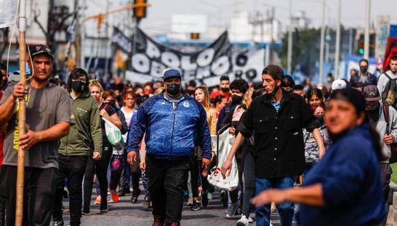Manifestantes protestan contra el gobierno argentino cortando las principales vías de acceso a la ciudad, hoy, en Buenos Aires (Argentina). (Foto: EFE/Juan Ignacio Roncoroni)