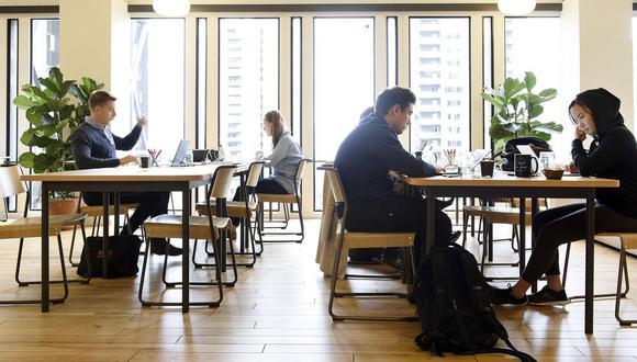 Según la encuesta, los millennials de bajos ingresos, menores de 29 años, que se graduaron en la universidad cuando la economía de Estados Unidos comenzaba a recuperarse, son más optimistas.