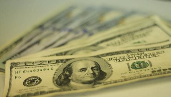 El dólar anotaba una leve caída al igual que en otros mercados de la región. (Foto: GEC)