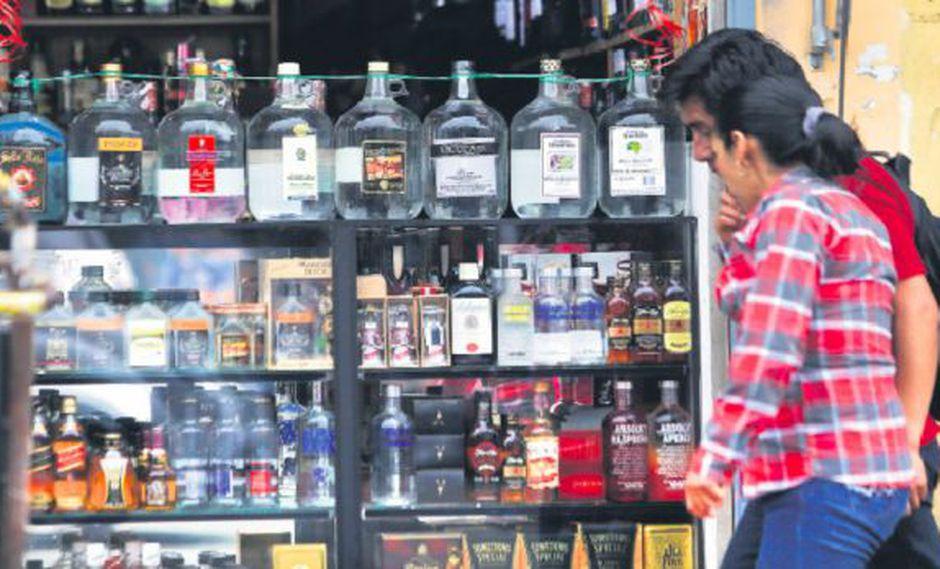Una de cada 3 botellas de licor es adulterada o de contrabando