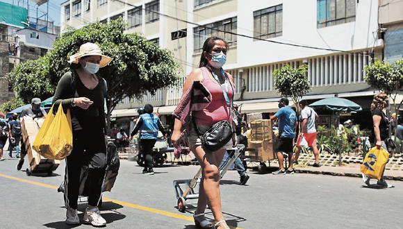 Cuidados. El distanciamiento social y el uso de la mascarilla son las medidas de bioseguridad que pueden detener los contagios. (Foto: GEC | Leandro Britto )
