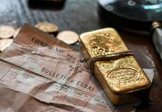 Oro inicia la semana presionado por alza del dólar y antes de reunión de la Fed