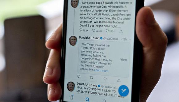 Advertencia de violación de una regla de Twitter en el feed de Donald Trump.