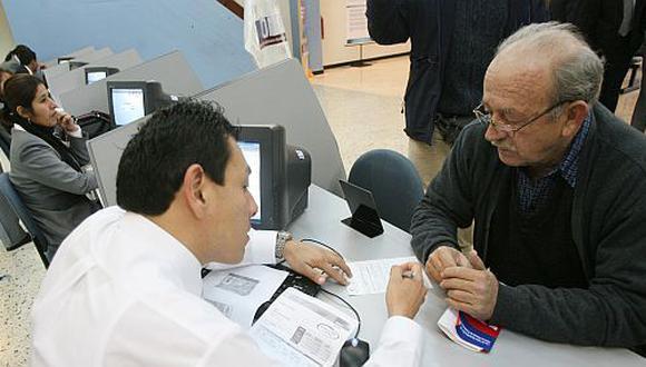 Propuesta busca garantizar pensión mínima tanto en sistema público como el privado. (Foto: GEC)