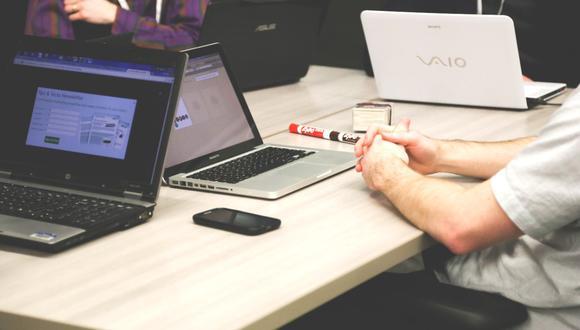 Un desafío que enfrentan las empresas en plena nueva normalidad, es la construcción de una propuesta de valor para los empleados en donde sea más humana. (Foto: Crehana)