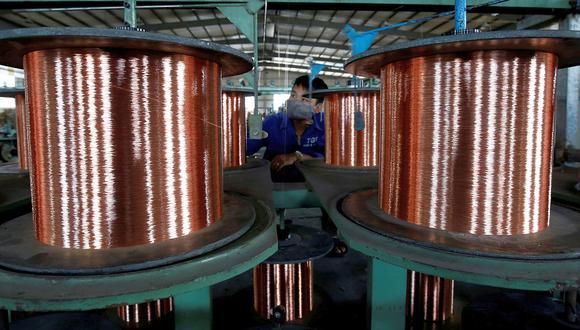 Cifras inferiores a las esperadas en la actividad industrial y minorista en agosto en China limitaba el alza del precio del cobre. (Foto: Reuters)