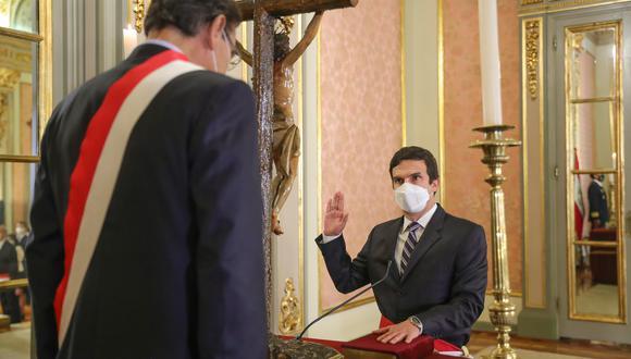 El ministro Miguel Incháustegui confirmó que recibió dos mensajes de personas allegadas al partido Acción Popular. (Foto: Presidencia)