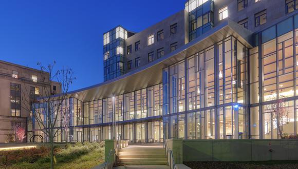MIT Sloan School of Management. Programas de postgrado en materias como de Ciencia, Tecnología, Ingeniería,  y Matemáticas serán las más afectadas.