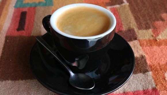 Los baristas recomiendan utilizar granos recién tostados para mejorar el sabor del café.