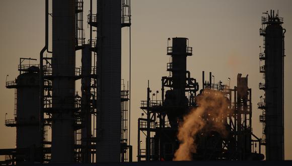 El precio del petróleo ha aumentado a más del doble desde finales de abril, un repunte espectacular después de un desplome sin precedentes bajo cero. (Bloomberg)