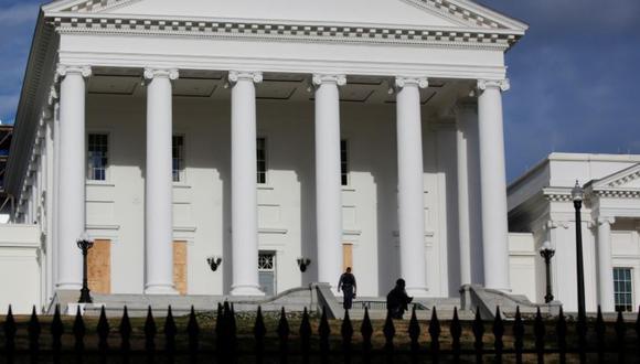 Manifestantes pro armas se congregan en capital de Virginia tras asalto al Capitolio (Foto: Reuters)