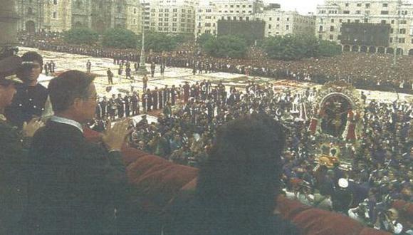 Presidente Fujimori rindió homenaje al Cristo Morado y anunció que en octubre del próximo año convocará a un concurso de alfombras florales.