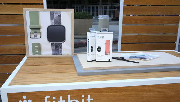 El plan de Google para comprar Fitbit generó preocupaciones cuando se anunció a fines del 2019 debido a su ya rico banco de datos sobre las personas, lo que compran, a dónde viajan y más. (AFP)
