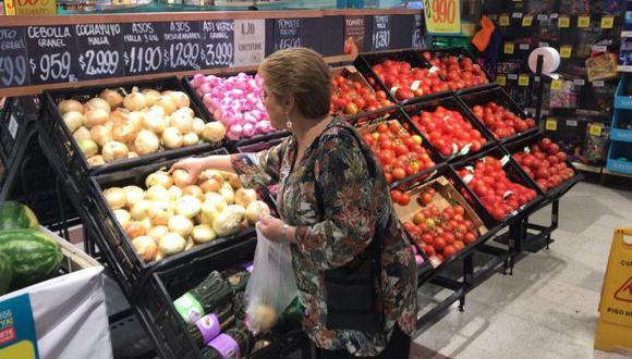 Negocios que vendan bolsas plásticas sin cobrar por ellas serán sancionados. (Foto: EFE)