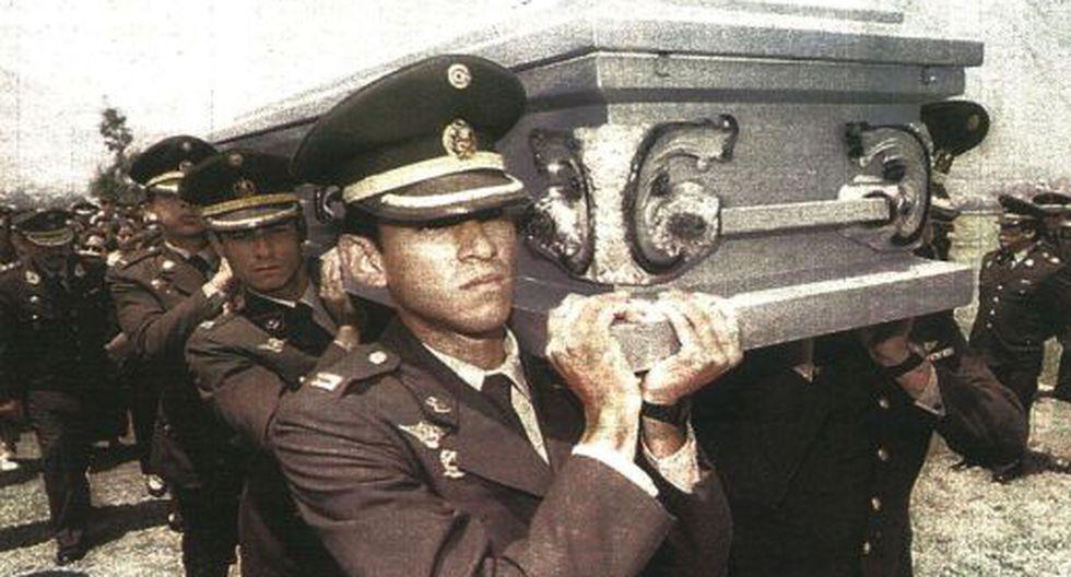 Los restos mortales de dos oficiales caídos durante el conflicto bélico con Ecuador fueron sepultados ayer.
