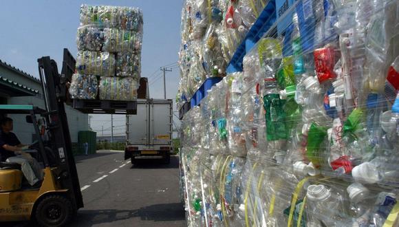 La industria local del plástico cada vez utiliza productos reciclables, los cuales participan en un proceso denominado economía circular. (Foto referencial: AP)