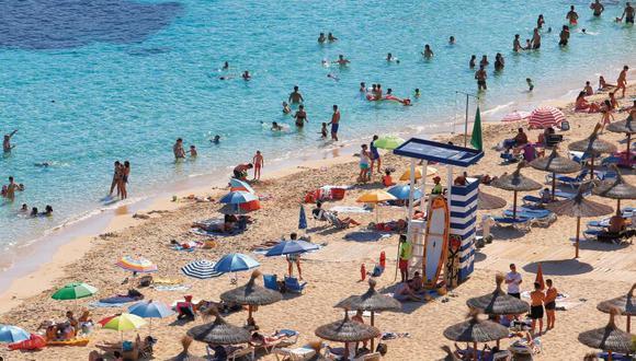 El flujo de turistas en las paradisíacas playas de Palma de Mallorca aumentó en los últimos días. (Foto: Reuters / Enrique Calvo)