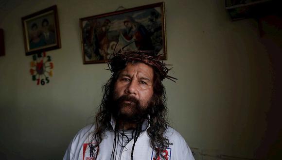 """Para el """"Cristo Cholo"""", llamado """"cholo"""" porque así es como se le dice en Perú a veces despectivamente a los mestizos de rasgos indígenas, su incursión en la política es la razón de su particular """"resurrección"""" tras sobrevivir hace dos años a una caída de cinco pisos. (EFE)"""