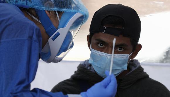 En México, las cifras oficiales se quedan cortas y, del total de infectados en el país, el 19% son trabajadores de salud, casi el triple que la media mundial. (Foto: AP / Rebecca Blackwell)