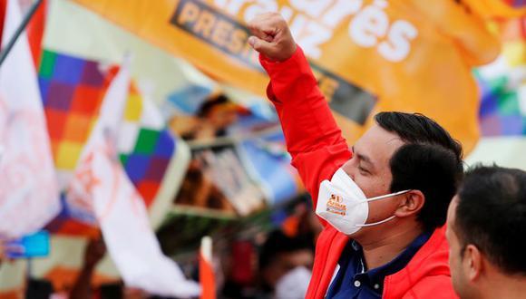 El candidato presidencial ecuatoriano Andrés Arauz hace gestos a sus partidarios durante el mitin de clausura de su campaña antes de la votación presidencial del 7 de febrero, en Quito, Ecuador. 4 de febrero de 2021. (Foto: REUTERS/Johanna Alarcón)