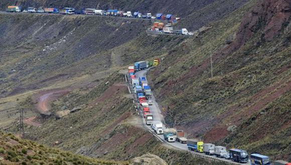 La congestión vehicular que reflejan estas imágenes podrían quedar en el pasado si se concreta la nueva ruta de la Carretera Central. (Archivo GEC)