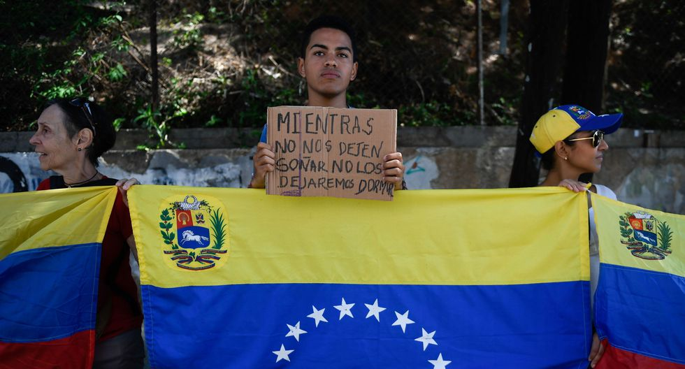 """El liderazgo de Guaidó, apuntan especialistas, sigue sosteniéndose en el respaldo internacional, que """"es muy bueno, pero no suficiente"""".  (Foto referencial: AFP)"""