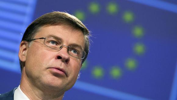 Valdis Dombrovskis explicó que la Comisión Europea solo tiene mandato para negociar en nombre de los Veintisiete acuerdos que cubran los bienes industriales, y no los bienes agrícolas como le gustaría a Estados Unidos. (Foto: AP)