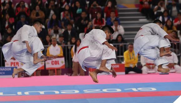 Carlos Lam, Oliver Del Castillo y John Trebejo integraron el equipo de kata masculino. (Foto. Federación peruana de Karate)
