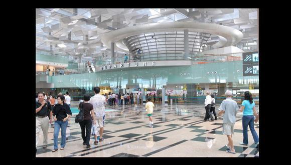 FOTO 1 | Singapore Changi Airport: Para tomar un tour gratuito en este destino necesitas una escala de al menos seis horas. En las terminales 2 y 3 hay stands donde se contratan dos tipos de recorridos: City Lights Tour (que te lleva por los atractivos turísticos de la ciudad, como el barrio chino o la bahía) y Heritage Tour (que recorre los monumentos históricos).