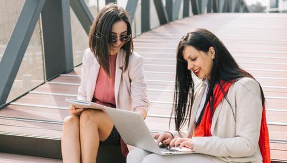 Un estudio demostró que las mujeres se apoyan para alcanzar el éxito. (Foto: Freepik)
