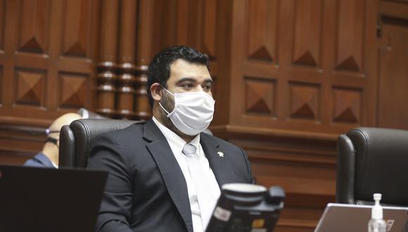 """Guillero Aliaga señaló que su renuncia  es para """"evitar cualquier tipo de comentario y/o suspicacia"""". (Foto: Congreso)"""