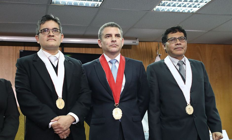José Domingo Pérez (izquierda) y Germán Juárez Atoche (derecha) son parte del equipo especial encabezado por Rafael Vela Barba (centro). (Foto: GEC)