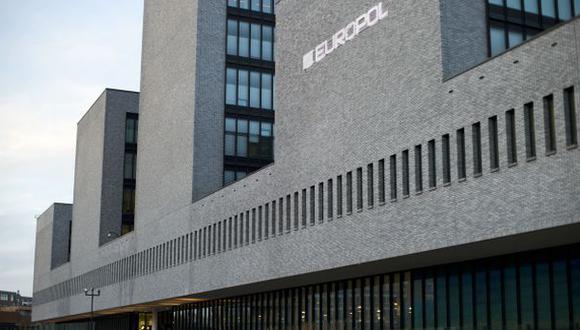 """La Policía identificó 4,942 transacciones fraudulentas de dinero con uso de """"mulas"""", logrando evitar una pérdida total estimada en 33.5 millones de euros."""